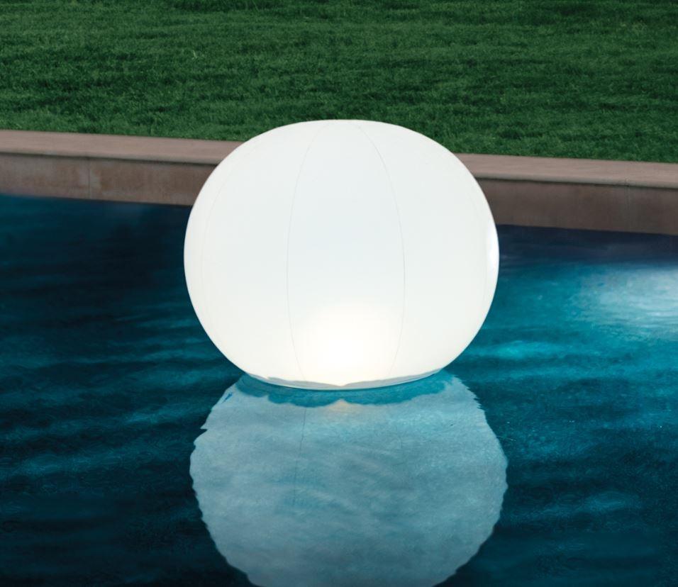 plutajuće svjetlo na vodenoj površini