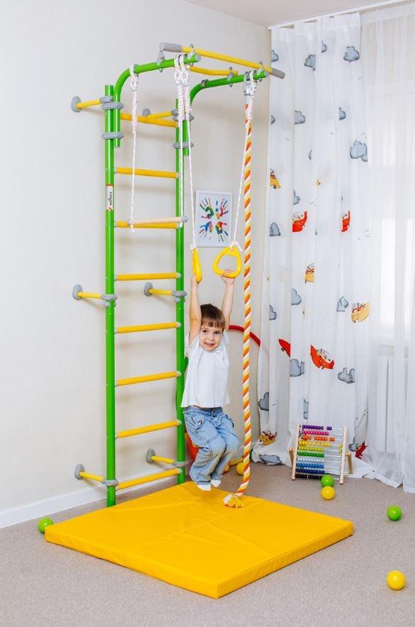 otrok med igro na wallbarz