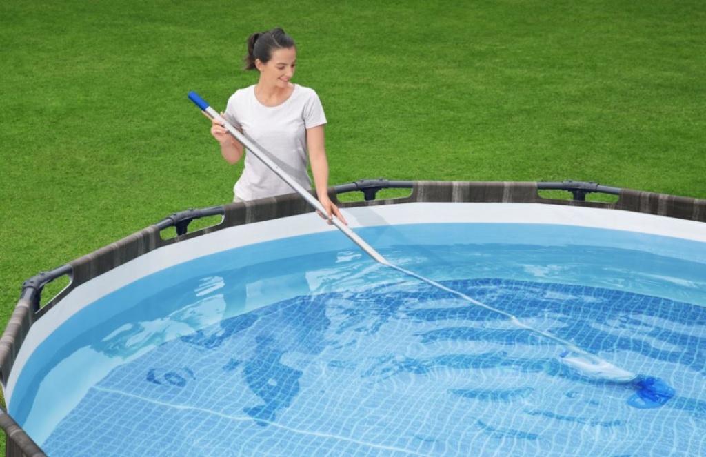 sesalec za bazen ročni