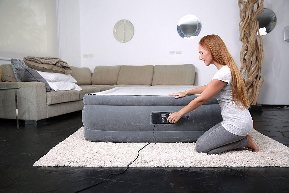 napihljiva postelja vgrajena tlačilka