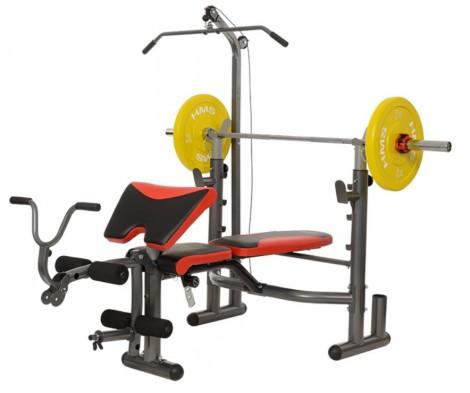 stazione fitness con panca e latmachine